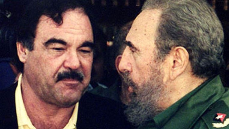 Oliver Stone (links) en Fidel Castro in Commandante. Beeld