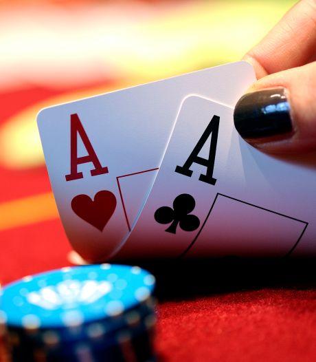 Illegaal pokertoernooi in Alphens restaurant: politie deelt elf boetes uit