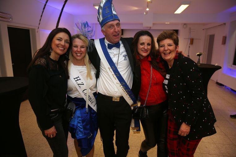 Ook achteraan was er heel wat sfeer in 't Vondel tijdens de Prinsenverkiezing.