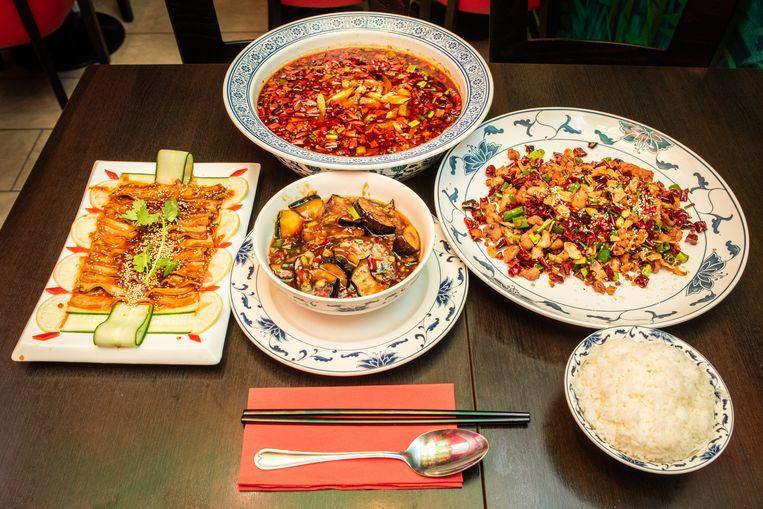 Gerechten van restaurant Sichuan in Amsterdam. Beeld Simon Lenskens