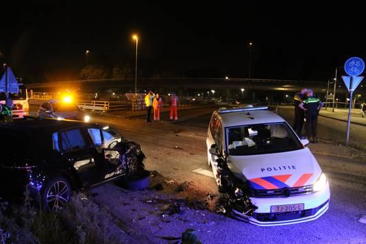 De bestuurder die dit weekeinde bij een achtervolging plotseling keerde en tegen de richting in reed zit nog vast op verdenking  van poging doodslag.