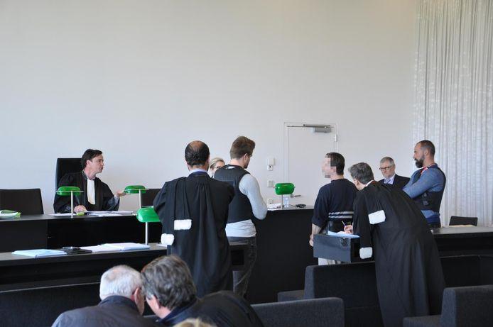 Ringo De Witte in discussie met de rechter aan het begin van het proces.