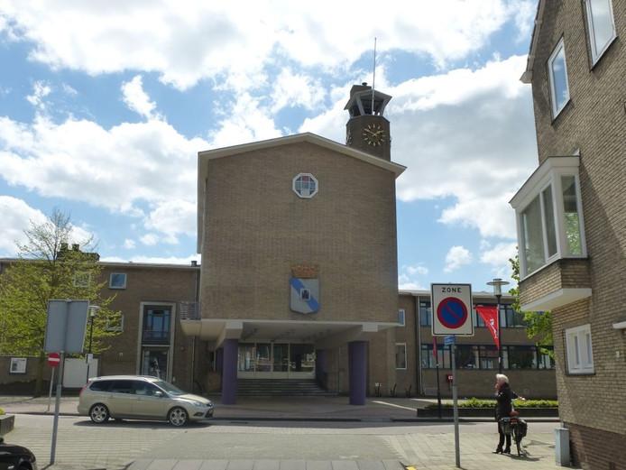 Het gemeentehuis van Sluis in Oostburg.