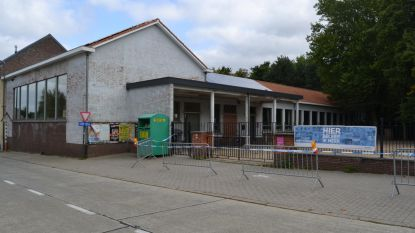 Oude Jongensschool brandt uit