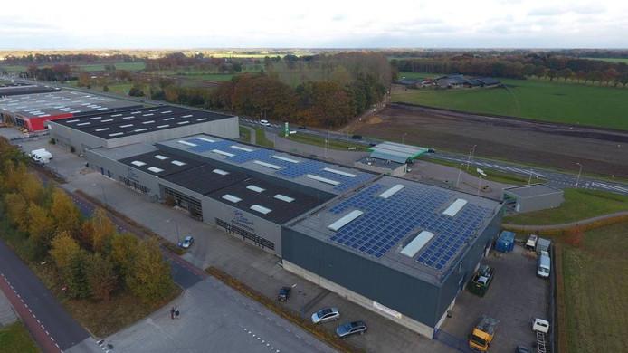 Ook bij de Gebroeders Klein Gunnewiek autodemontage zijn zonnepanelen geplaatst.