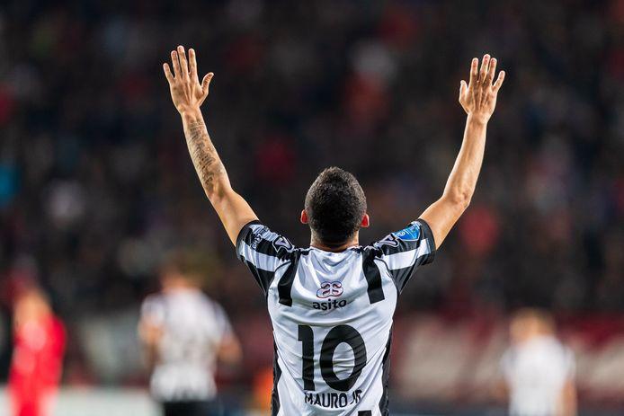 Mauro Junior beleefde zijn hoogtepunt in De Grolsch Veste. De speler van Heracles scoorde twee keer en zijn ploeg won met 3-2.