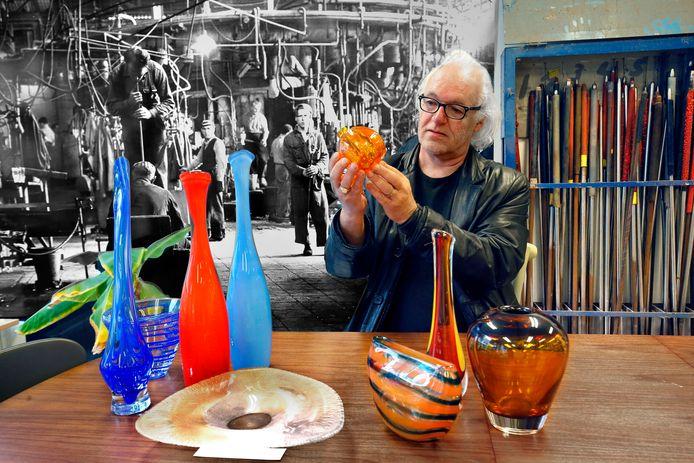 Tom van Campenhout van De Kunstplaats in Leerdam heeft een expositie gemaakt ter ere van Royal Leerdam Crystal.