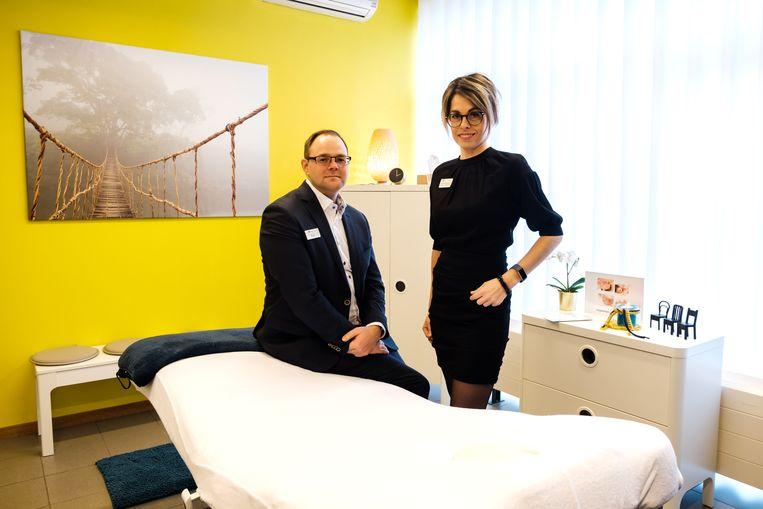 Andy Vrolijkx (voorzitter) en Debbie Van Uytvange (coördinator) in de massageruimte.
