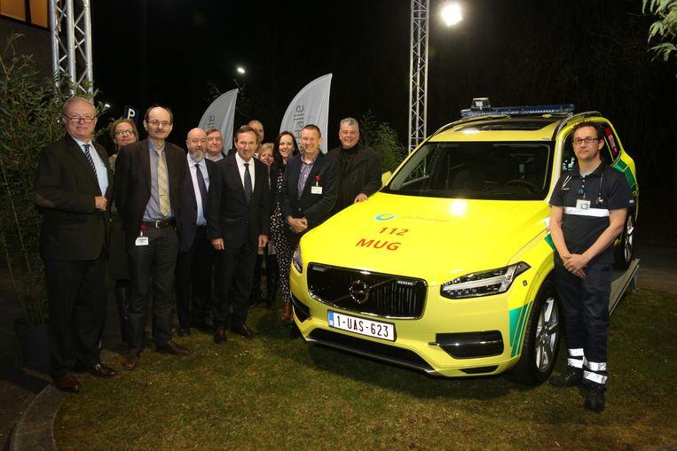 Het nieuwe MUG-voertuig, met rechts dokter Nick Vermeersch, diensthoofd Spoed.