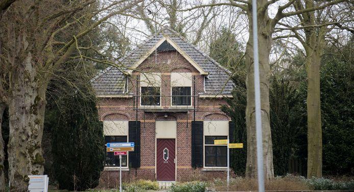 Het voormalige jachthuis van de Van Eylls op de hoek van de Herenlaan en de Slotlaan is anti kraak bewoond. Er zou een nachtclub in zijn begonnen.
