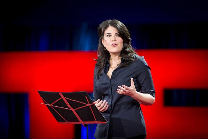 Monica Lewinsky spreekt tijdens een TED-conferentie in 2015, in Vancouver, Canada.