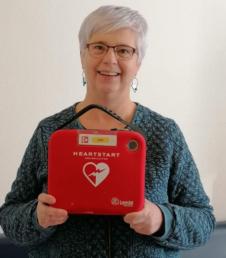 Dankzij Sonja krijgt Odijk een buurt-AED: 'Kans dat levens gered worden, wordt nu groter'