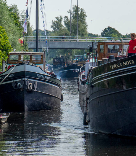 Water open dag in Tilburgse Piushaven begint met armada van boten