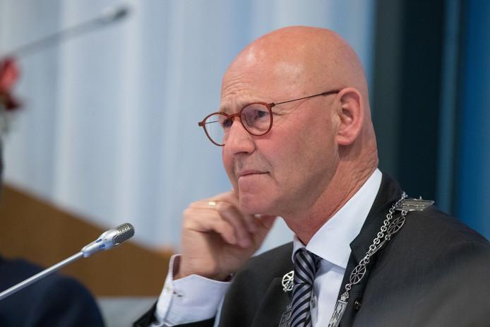 De burgemeester van Kampen, Bort Koelewijn.