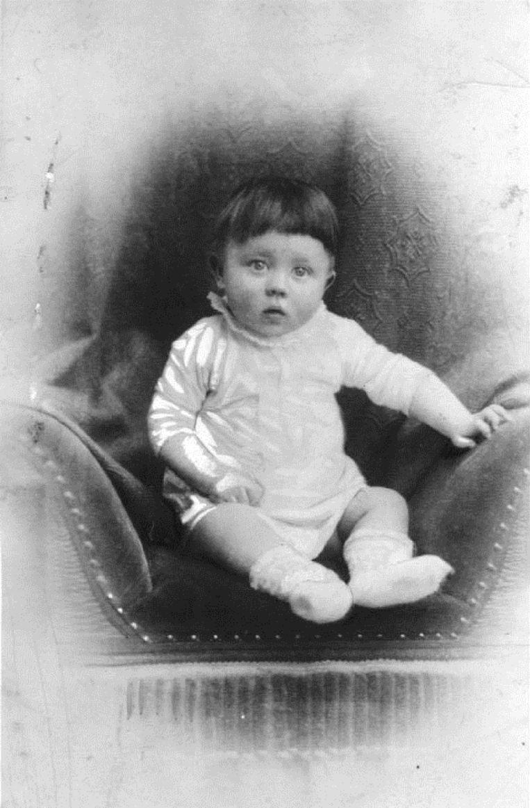 Adolf Hitler als peuter. Beeld Deutsches Bundesarchiv