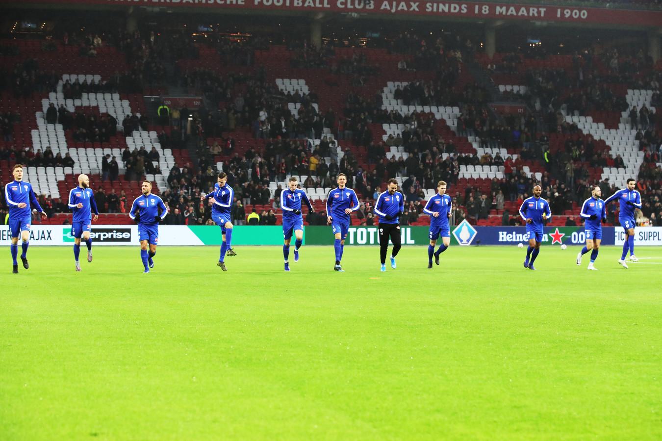 Spakenburg warmt zich op in de Johan Cruijff Arena,