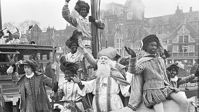 Sint met zijn Pieten in 1949