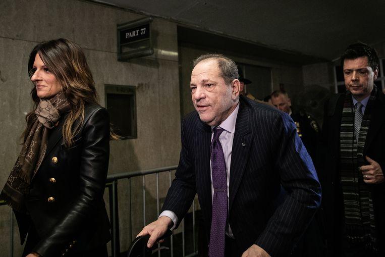 Harvey Weinstein met zijn advocaat Donna Rotunno bij het gerechtsgebouw van New York. Beeld Getty Images
