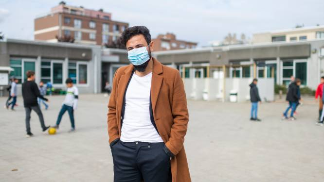 """Pas op zijn 15de voor het eerst naar school, nu is ex-vluchteling Sahadi (32) zelf directeur: """"Met dank aan leerkrachten die zich jarenlang voor mij hebben ingezet"""""""