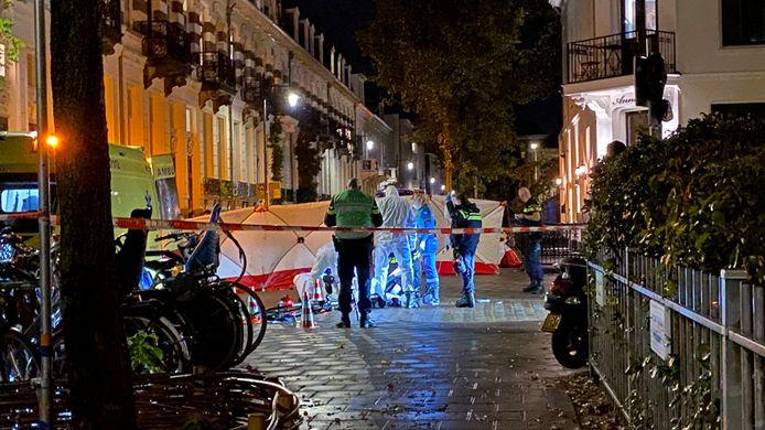 Een oudere man is woensdagavond in elkaar geslagen door vijf jongeren in het Spijkerkwartier in Arnhem.