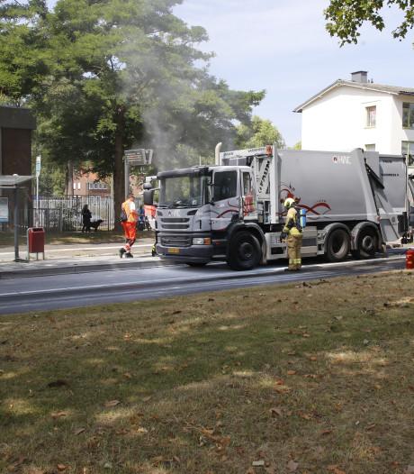 Cabine van vuilniswagen in brand aan de Hugo van Gijnweg