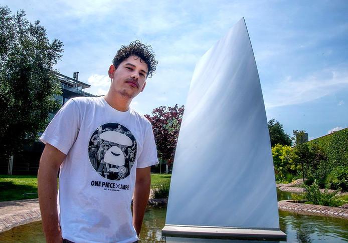 """,,De underdog-positie is goed voor de creativiteit."""" Tyrone Tjon-A-Loi bij de Sky Mirror van museum De Pont."""