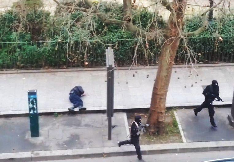 Na Marabet te hebben gedood, maken de schutters zich uit de voeten. Beeld Videostill