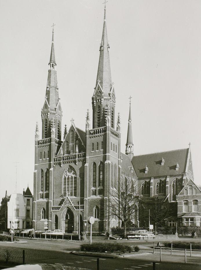 De Leonarduskerk in Den Bosch stond dit jaar nummer 13 op de lijst van mooiste gesloopte kerken. De kerk ging in 1973 plat. Ook kerkmeubilair en ramen en muurschilderingen gingen verloren.