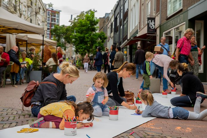 Tekenen in de Hezelstraat bij The Big Draw.