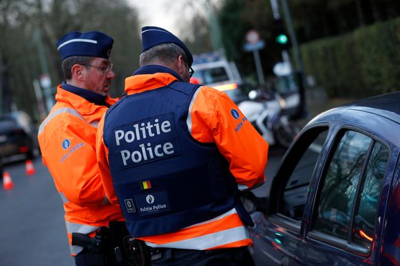 Bij een ademtest blies de politie-inspecteur ruim 2 promille.