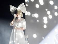Sia a adopté deux ados de 18 ans