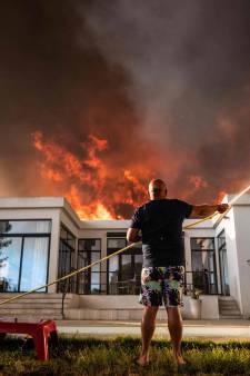 Franse campings bij Marseille ontruimd door felle bosbrand, 1200 toeristen in veiligheid gebracht