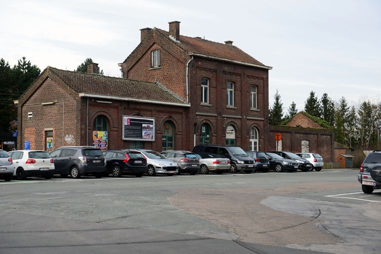 Het stationsgebouw in Wijgmaal staat nu al jaren leeg, maar vzw Dialoog zal er haar hoofdkantoor vestigen na een grondige renovatie.