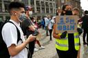 Demonstranten tijdens het protest op de Dam Diverse antiracismeorganisaties houden een manifestatie uit protest tegen wat zij noemen politiegeweld tegen zwarten in de VS en de EU.