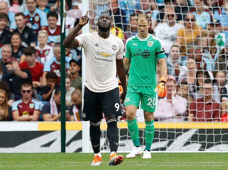 Romelu Lukaku viert zijn eerste goal van de middag.