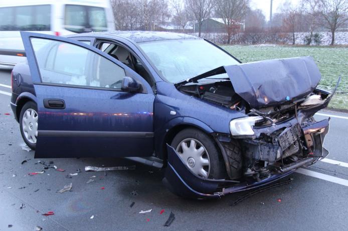 Eén van de auto's die betrokken was bij het ongeluk op de N35 bij Wierden.