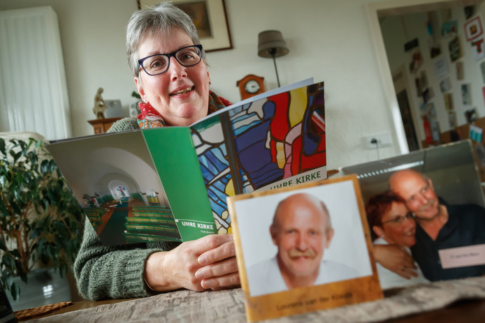 """Annemarie van der Kraats verloor haar man Lourens 10 jaar geleden. Hij werd slechts 57 jaar oud. ,,Hij was goud waard, ging voor je door het vuur."""""""