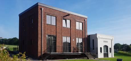 Woonhuis in pakhuisstijl een hoogtepunt in Haarle