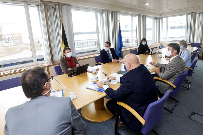Minister van Zelfstandigen en KMO's David Clarinval (MR) zat maandagvoormiddag samen met de intersectorale federaties.