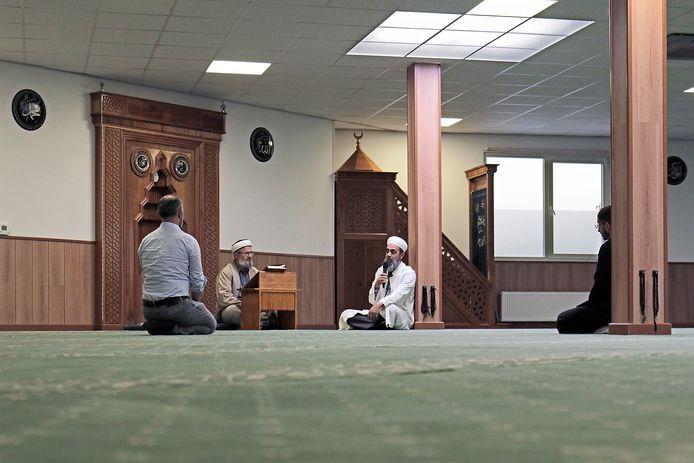 Bijna de helft van de moslims gaat naar de moskee. Bij katholieken is dat slechts 16 procent.