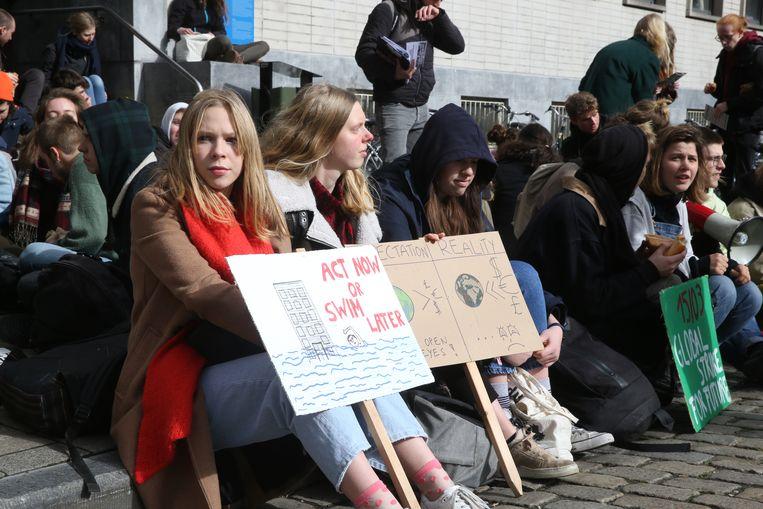 Sit-in voor het klimaat aan de Blandijnberg.