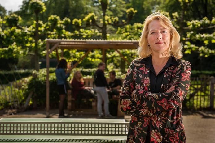 Esther Overweter, topvrouw bij Juzt. ,,Ik ga ervan uit dat het merendeel van onze medewerkers straks nog hetzelfde werk doet. Alleen bij een andere zorgaanbieder.''