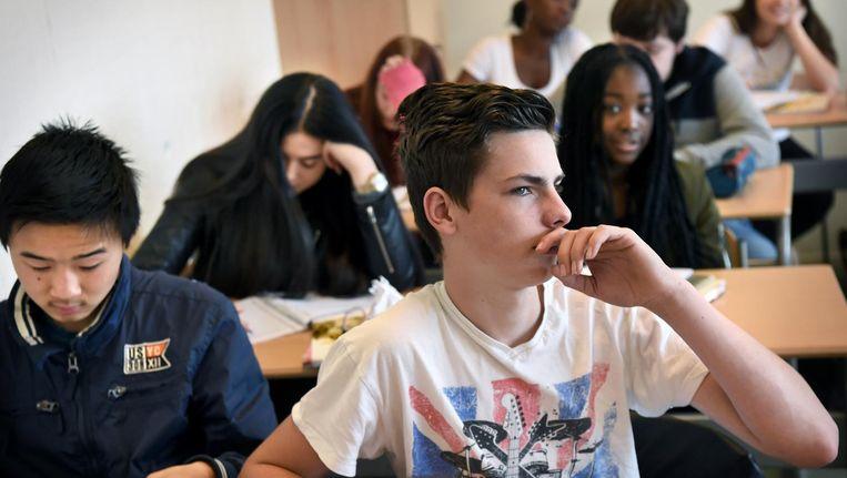Leerlingen van een schoolklas in Nijmegen bij de Engelse les. Beeld Marcel van den Bergh / de Volkskrant