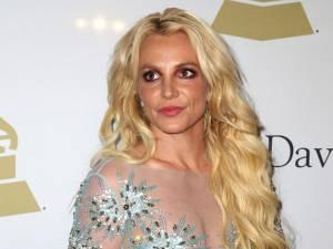 """Britney Spears suscite à nouveau l'inquiétude avec une étrange vidéo: """"Elle a besoin d'aide"""""""