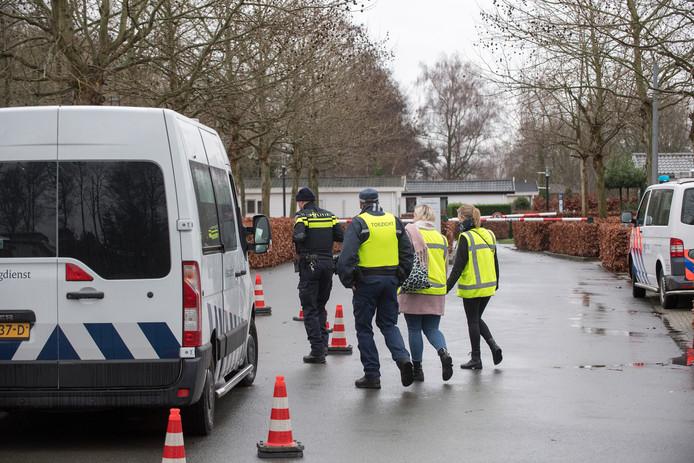Ochten 14/01/2020 Politieinval vakantiepark Rivierendal iov Gelderlander foto Raphael Drent