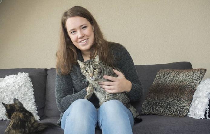 Lisette Broeze doet onderzoek onder eenzame ouderen in Rijssen naar het effect van een huisdier.