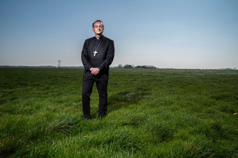 Bisschop Ron van den Hout. Beeld reyer boxem