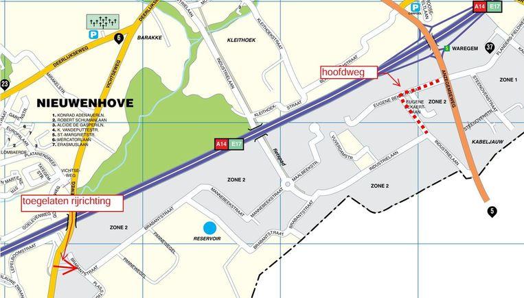 Je ziet de verkeerswijzigingen op dit kaartje. Links het eenrichtingsverkeer aan TVH, rechts de ingrepen in de Bekaertlaan.