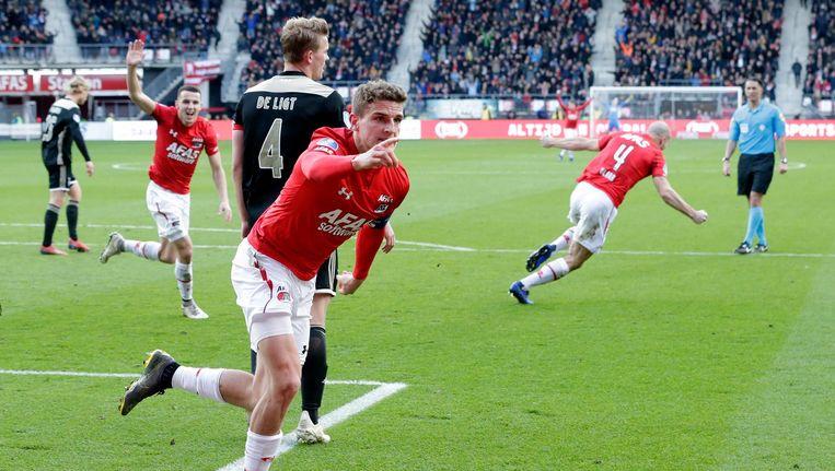 Guus Til viert de 1-0 tegen Ajax Beeld Soccrates Images