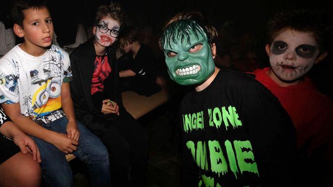 Basisschool viert Halloween in parochiezaal